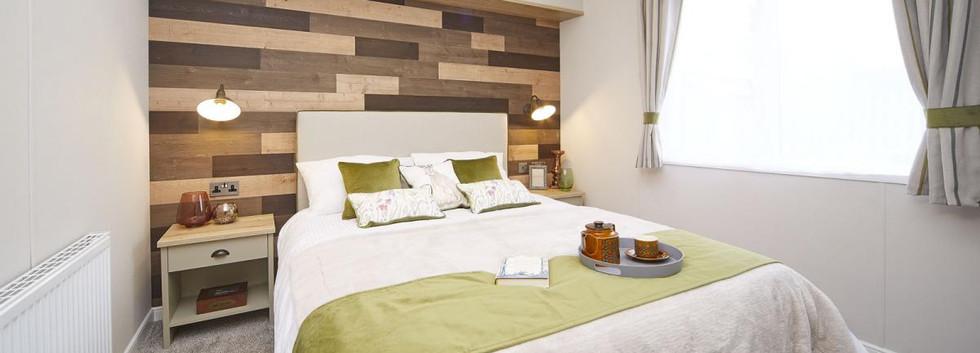 2020-atlas-debonair-lodge-master bed.jpg