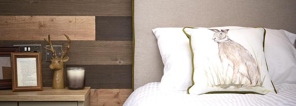2020-atlas-debonair-lodge-005 bedroom.jp