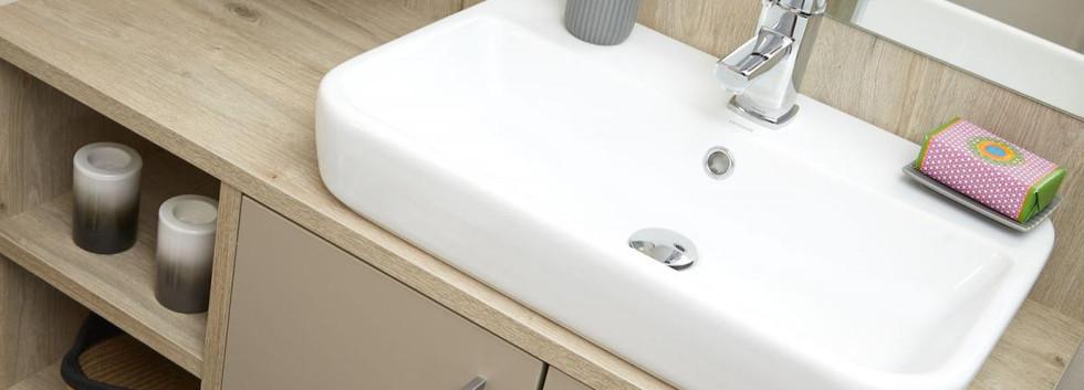 2020-atlas-lilac-lodge-bathroom.jpg