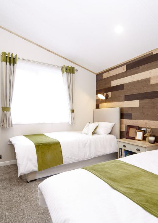 2021-Atlas-Debonair-Lodge-twin bedroom.j