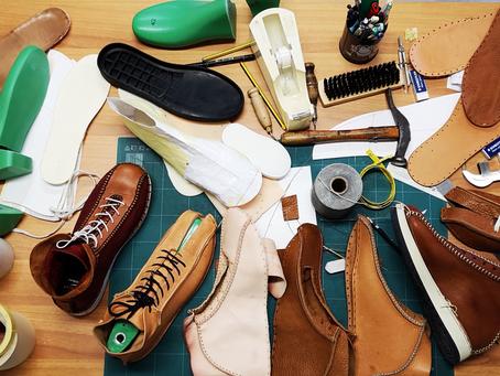 Chaussures entièrement faite main.