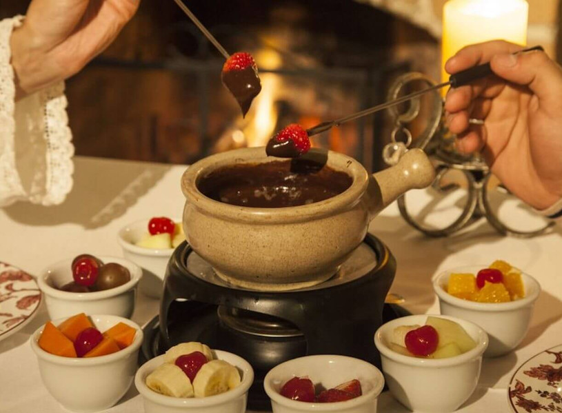 Fondiu de Chocolate con frutas.jpg