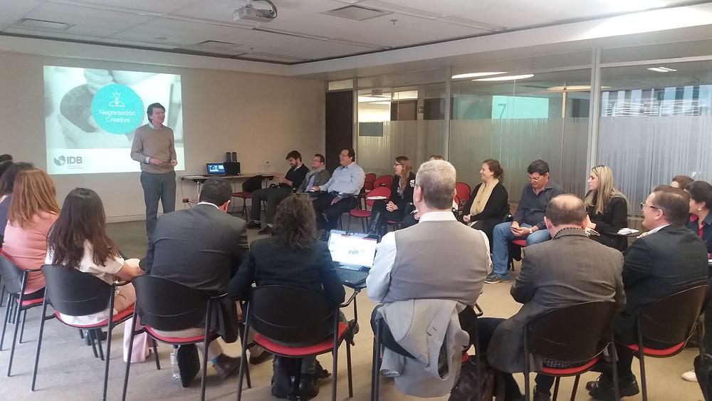 Julián Litchtmann apresenta ferrramentas que auxiliam a resolução de conflitos