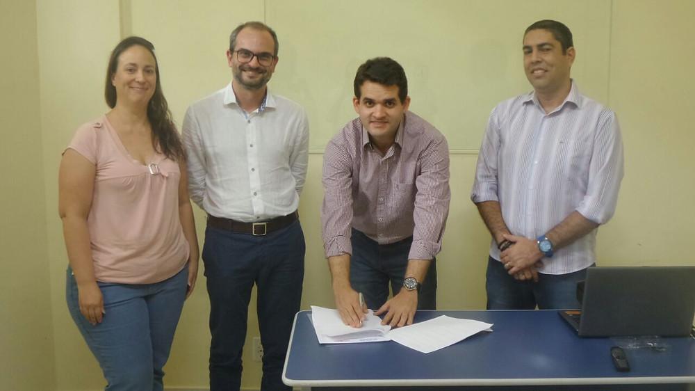 Ana Friedland, presidente da RMC de Palmas, Fernando Penedo, sócio-diretor da Baobá, Thiago Rosa, presidente da Acipa e Claudinir de Góes Junior, do CRC-TO.
