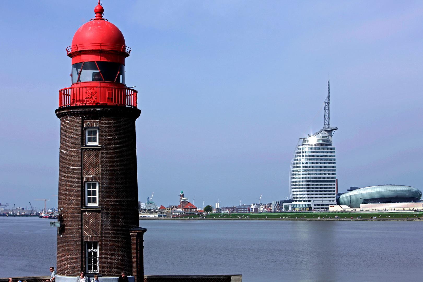 Blick_von_der_Weser_auf_die_Havenwelten