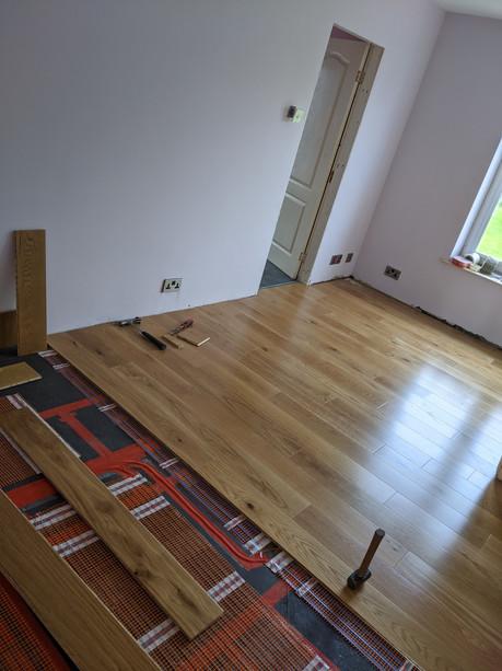 Flooring with underfloor heating