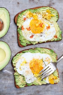 Avacado-Toast-with-Egg
