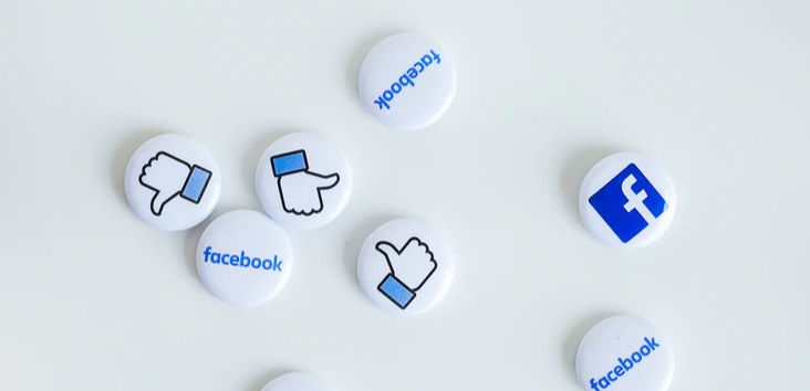 Facebook logo & thumbs up in blue on pin badges