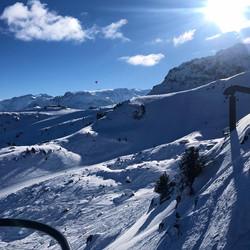 Hot air balloon from ski lift Le Tania