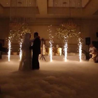 Sparkular-and-low-fog-first-wedding-danc