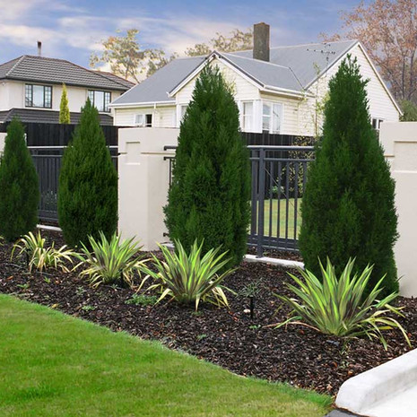 Smartpanel concrete columns and foundations, perfect for installing sliding security gates at your home. These robust columns lend themselves to a secure presentation of your home, while maintaining lightness and visibility through the fences or gates in between.