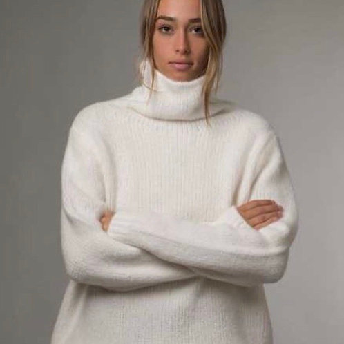 SOFT AS CLOUDS roll neck