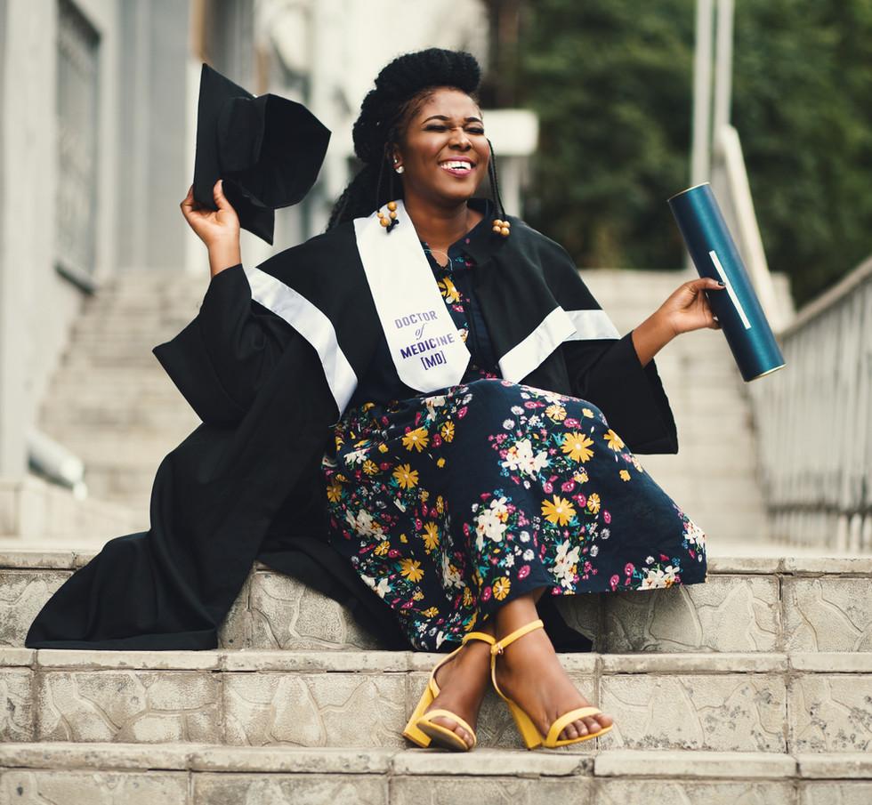 graduate-graduation-happiness-901965.jpg