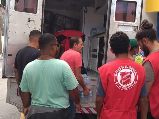 Ajuda as vitimas das chuvas em Santos e no Guarujá.