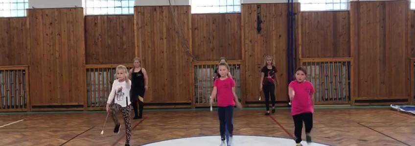 Děti, kadetky- trénink hůlka.mp4
