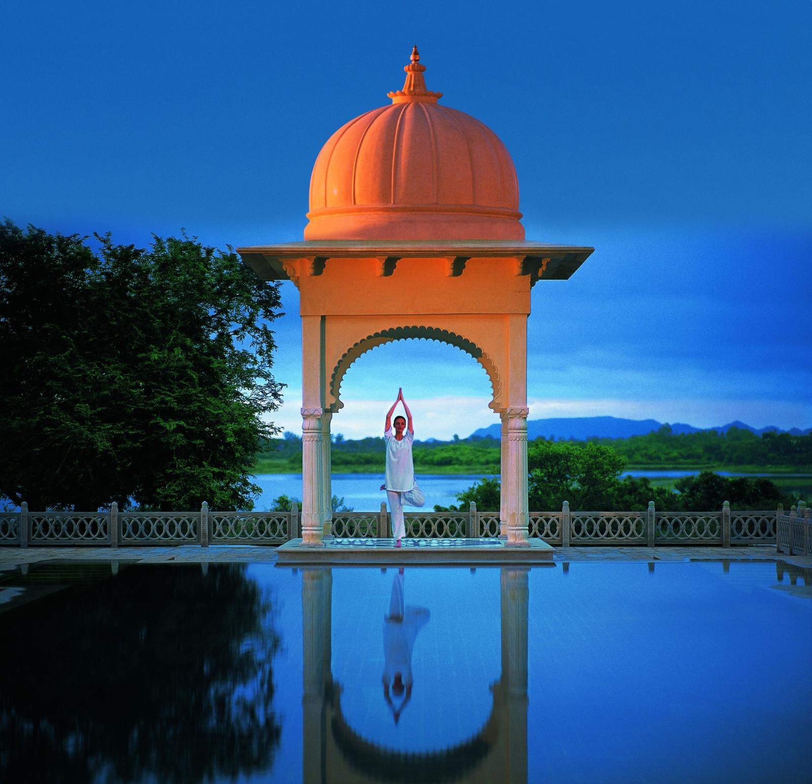 india-wellness-tour-luxury-2oberoi-amarv
