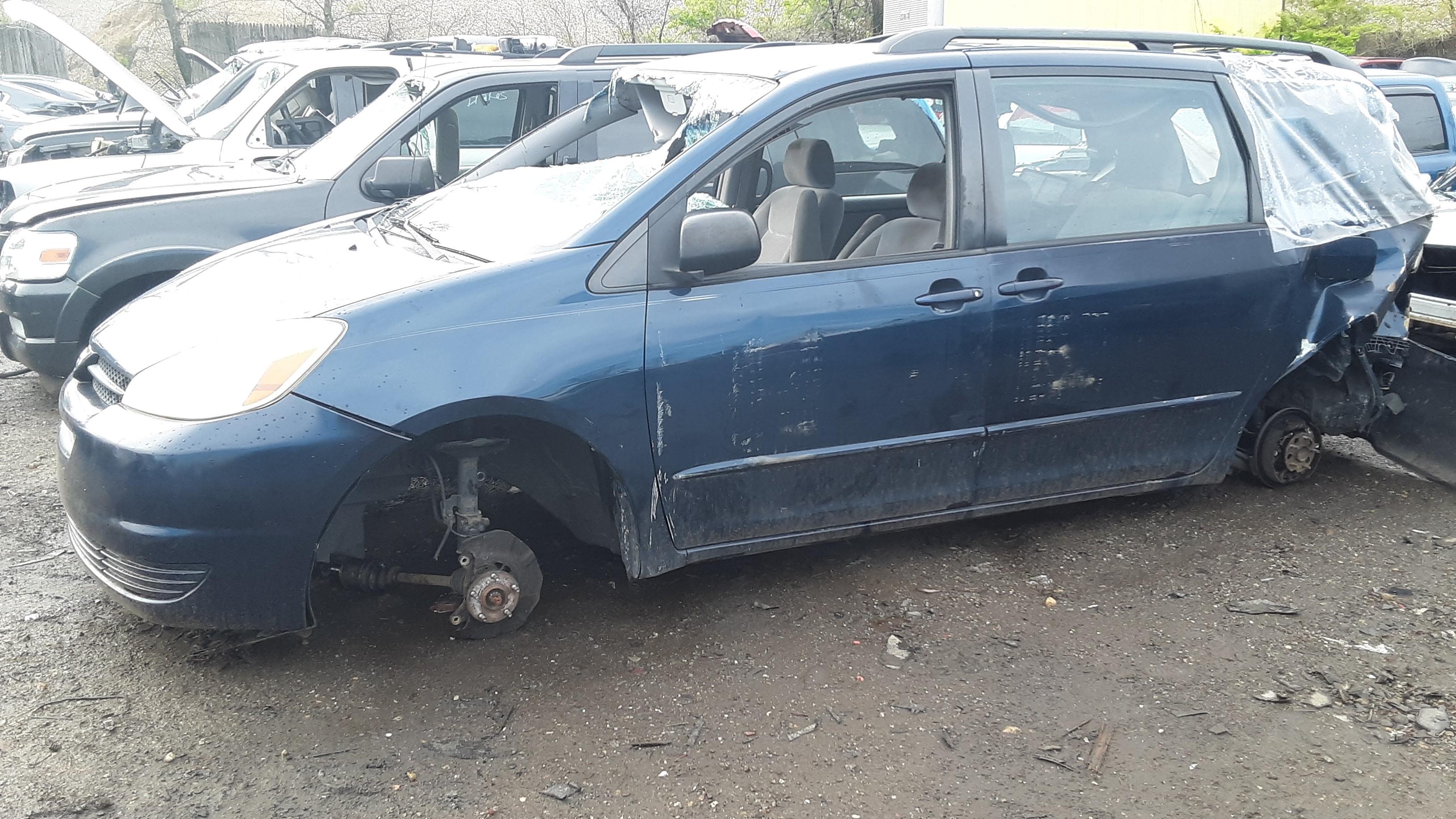 05 Toyota Sienna Blue