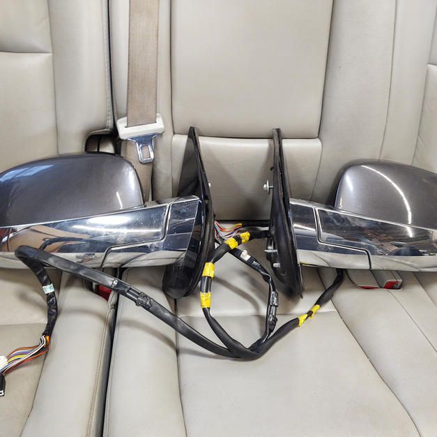 2011 Escalade loaded mirrors with blinds