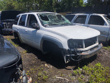 2006 Chevy Trail Blazer in for parts
