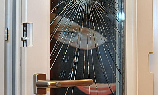 vetro-rotto-porta-interna.jpg