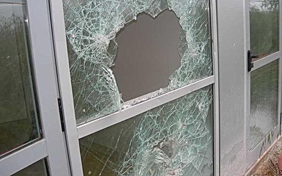vetro-finestra-rotto.jpg
