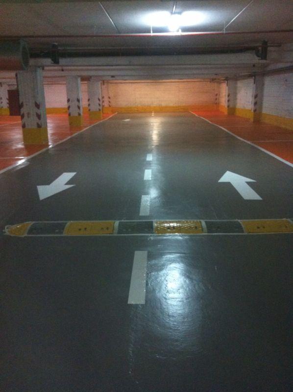 רצפת חניונים