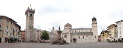 Trento_piazza_del_Duomo.jpg