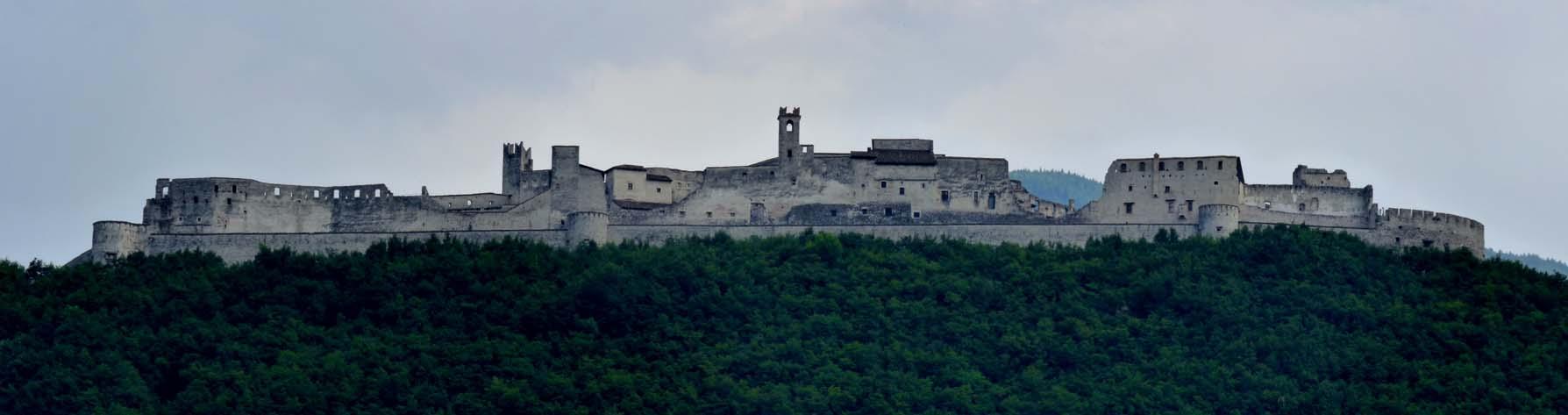 Castel_Beseno.jpg