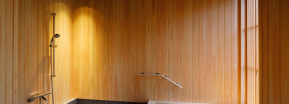 ひのきの浴室