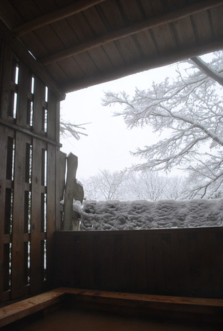 大浴雪景色