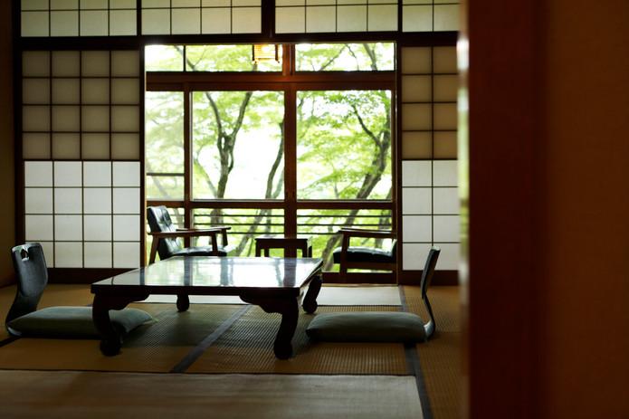 楓を臨むあたたかみのある和室(一例)