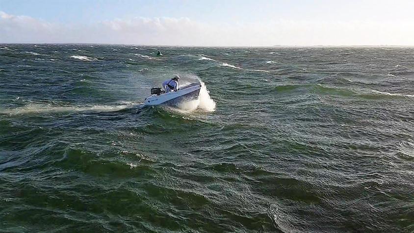 FlatFloat - Breaking waves.jpg