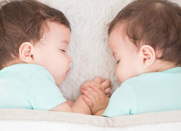 תאומים ישנים