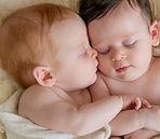 תינוקות תאומים
