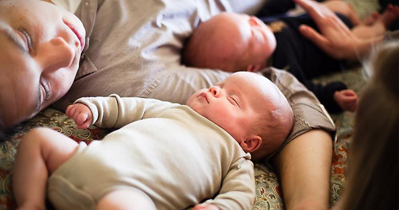 הורים לתאומים ישנים בכלל?