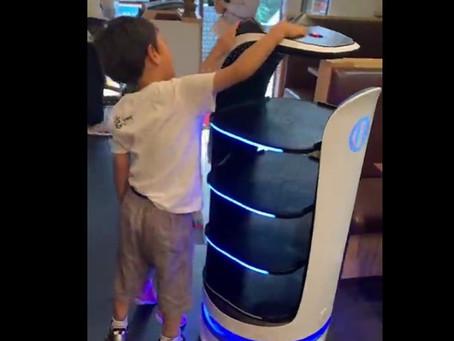 配膳ロボット「Bellabot」 南インドキッチン月島店様にて実証実験