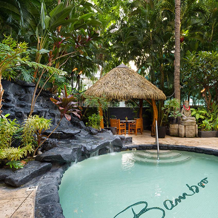 Aqua_Bamboo_Waikiki
