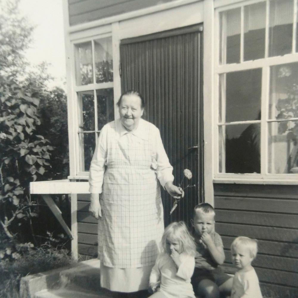 Vanhaäiti ja lapset Sanamieli