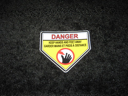 DANGER KEEP HANDS and FEET AWAY (French)