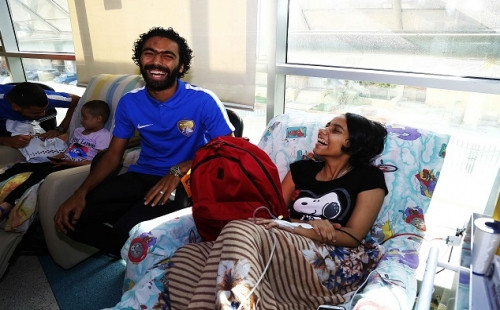 Al Ain and Al Wahda players visited children's hospital