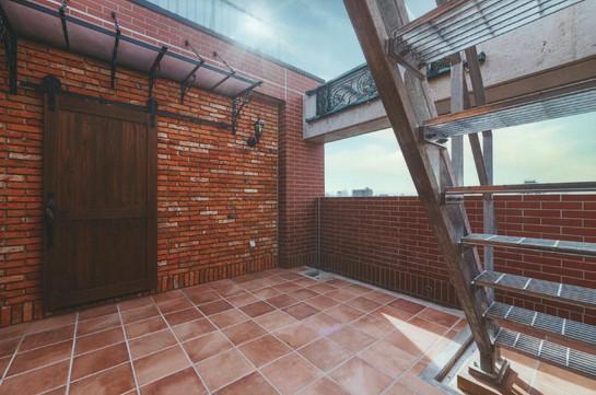 屋上階段と建具
