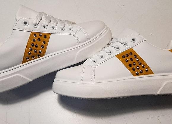 Sneakers bianche inserto giallo con borchie