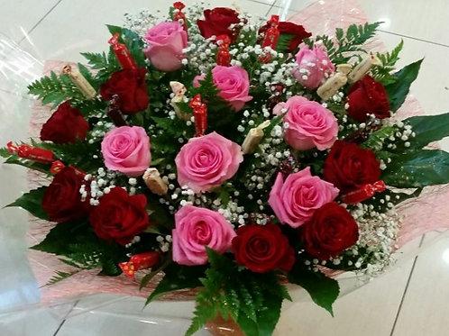 חיבוק זר פרחים ושוקולדים ענק