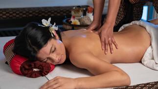 massage aux huiles aromatiques