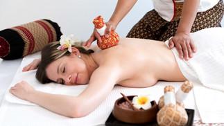 massage thaïlandais aux herbes
