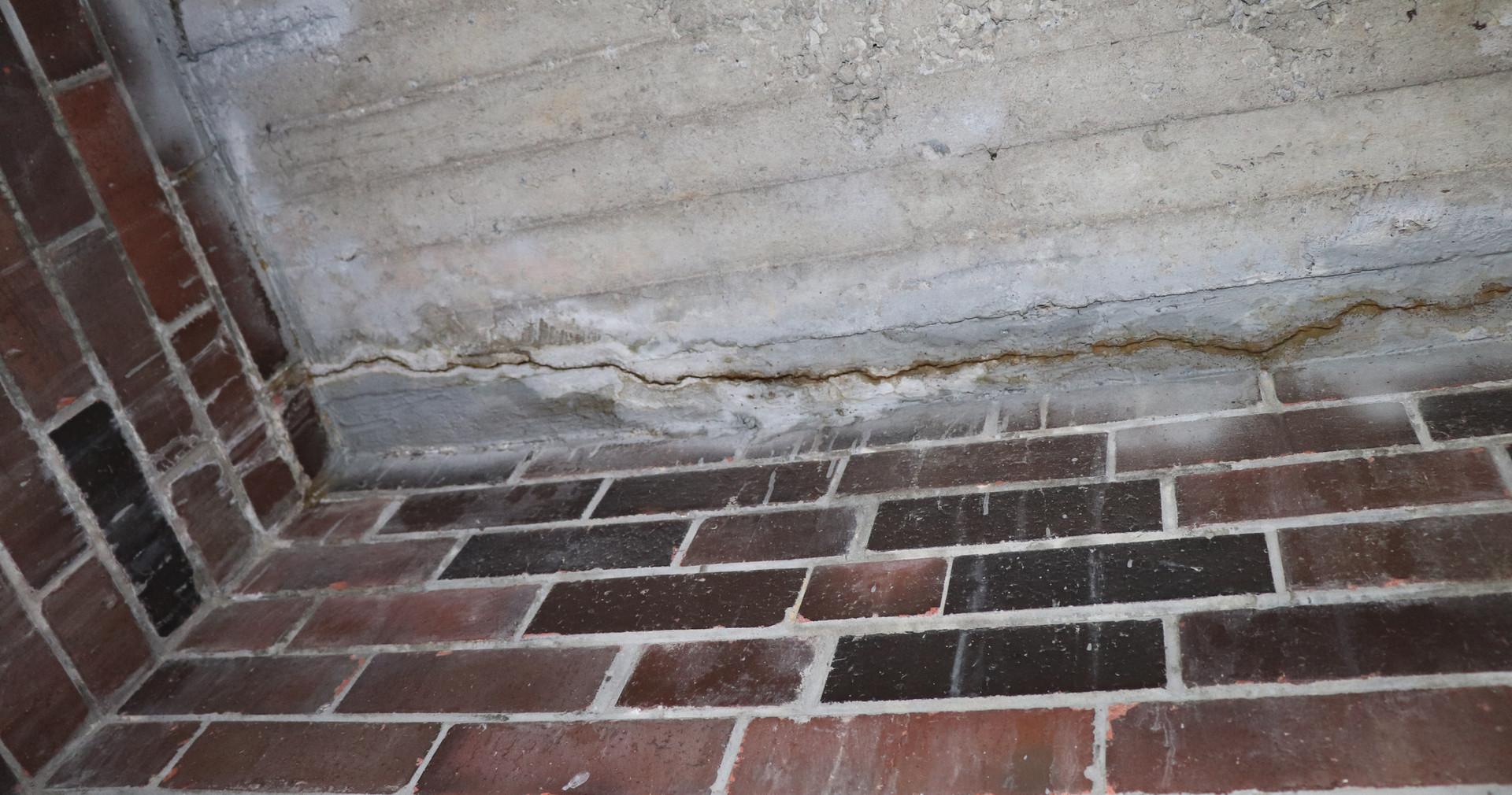 First floor longnitudinal crack, implying corrosion in reinforcement.