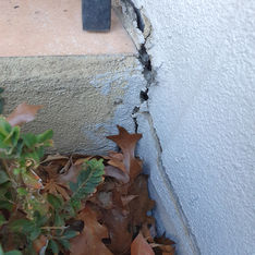 Footing pavement slipping away from the slab of the dwelling. Residential dwelling
