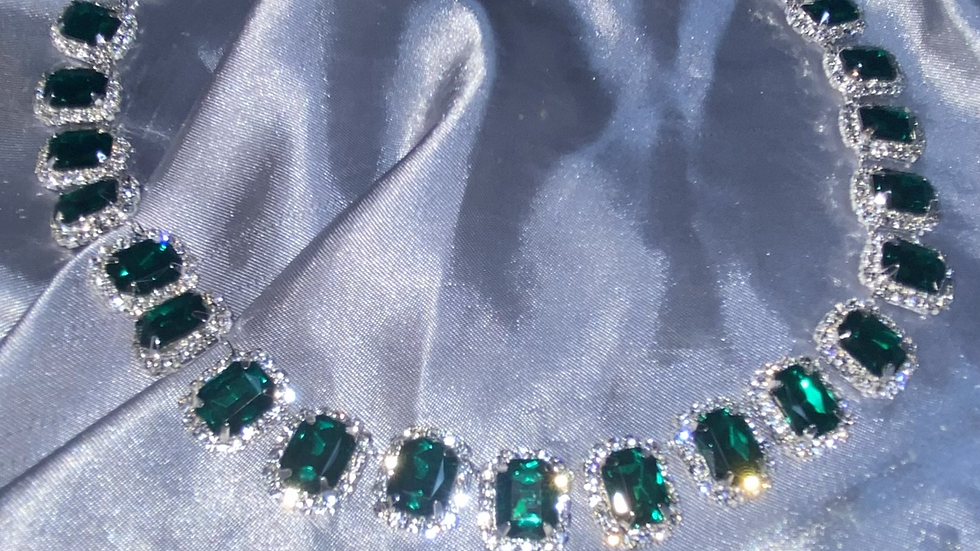 Gemstone choker emerald green