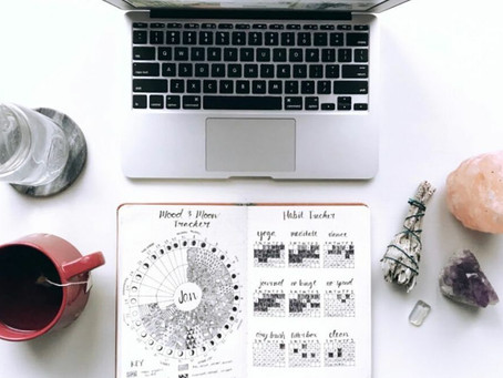 HOW TO SET UP YOUR WORKSPACE FOR INSPIRATION & PRODUCTIVITY