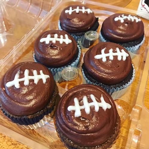 Happy super bowl Sunday! #football #cupcakes #chocolate #cutensimple #superbowl2019 #patri